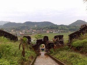 Những đoạn tường thành đầy rêu phong trải qua bao thế kỉ