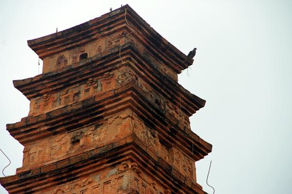 Tháp có nhiều họa tiết độc đáo thể hiện văn hóa thời Lý Trần