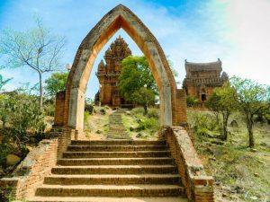 Po Klong Garai- cụm tháp đẹp nhất là nơi hành hương của người Chăm