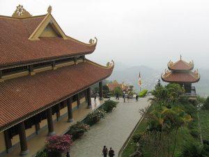 Những lối đi trong thiền viện rộng lớn, với không gian thoáng đãng,mỗi góc nhìn mang lại những cảm nhận riêng cho du khách và Phật tử