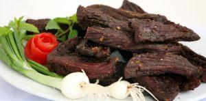Thịt trâu gác bếp có màu sắc bắt mắt, thơm đậm đà của gia vị