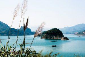 Thung Nai được ví như Vịnh Hạ Long ở Tây Bắc