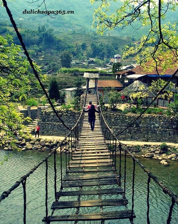 Những cây cầu mây bắt qia con suối toiws các bản làng
