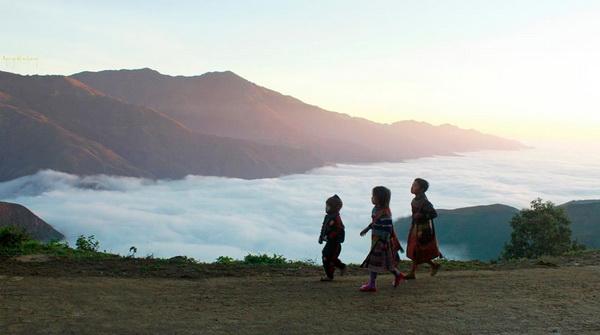 Những em bé dân tộc ở Tà Xùa