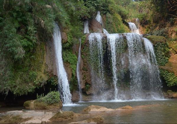 Một thác nước còn nguyên sơ ở huyện Vân Hồ