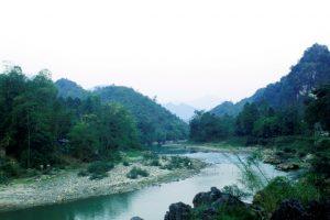 Dòng suối Nậm Mo ở bản Vàng Pheo