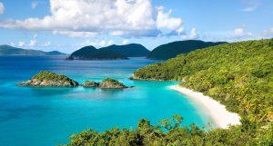 Biển đẹp trong xanh ở Vịnh Cam Ranh