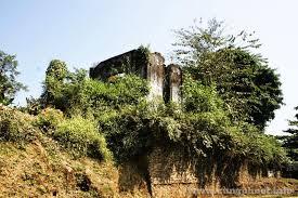 Một phần di tích dinh thự còn sót lại của vua Thái Đèo Văn Long