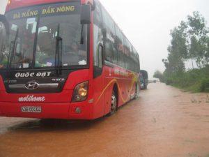 Xe khách đi qua tỉnh Quảng Nam