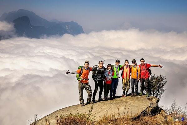 Những tour du lịch săn mây thường xuyên được các bạn trẻ lập nên khám phá Y Tý biên cương
